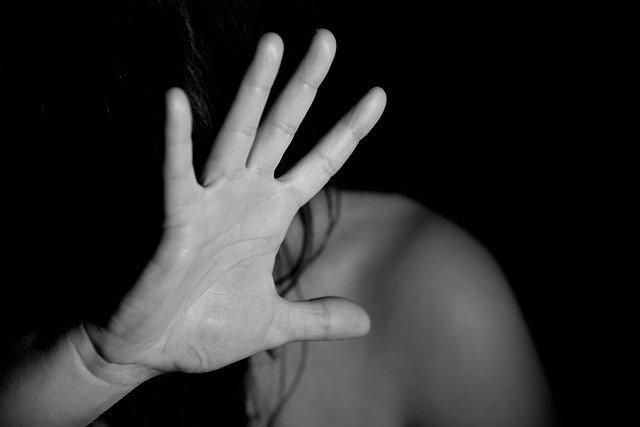 """I """"miti dello stupro"""" - Perchè le donne non denunciano"""