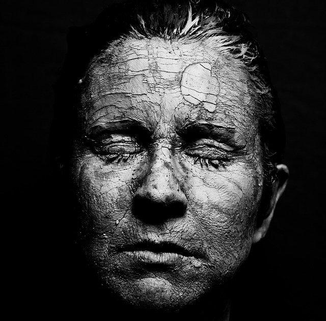 La Maschera che indossiamo - Tra apparenza e realtà