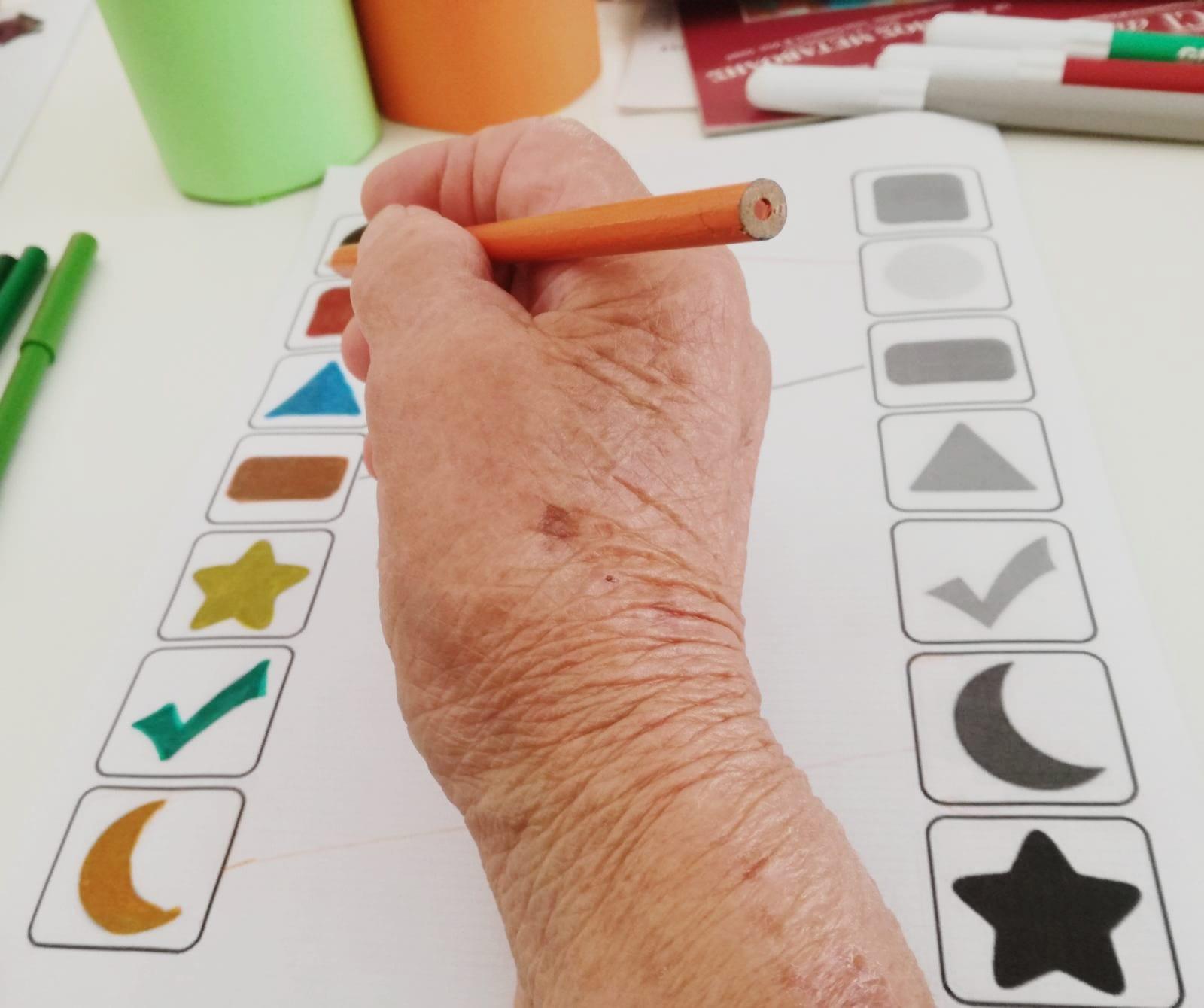 7 effetti benefici della stimolazione cognitiva nell'anziano con demenza
